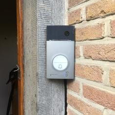 Vidéophone à Mouscron avec transmission d'appel sur smartphone.